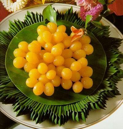 Round Egg Yolk Tart (Tong Yord)