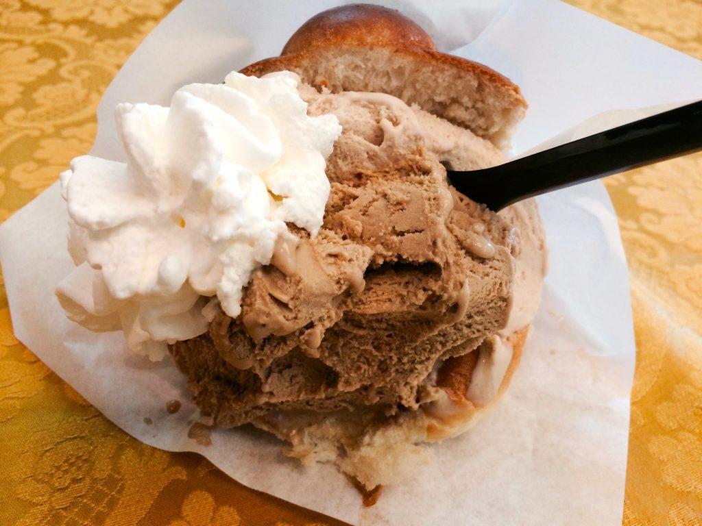 brioche con gelato.